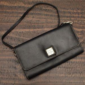 Dooney & Bourke clutch/crossbody handbag